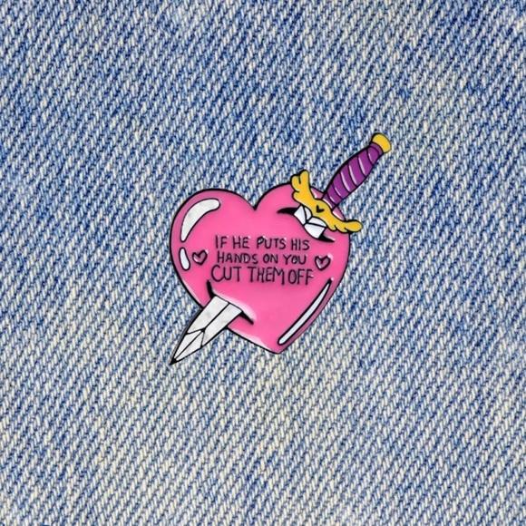 BOUTIQUE | SMALL CUTE FEMINIST PIN